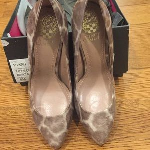 High heel pumps size 6B